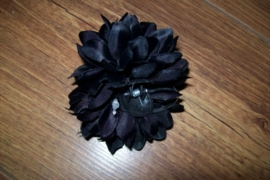 Leuke kleine zwarte haarbloem op clip