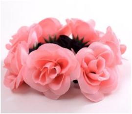 Scrunchie met roosjes lichtroze