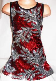 Feestelijk rood glitterpailletten jurkje met sierlijke zilveren bladeren
