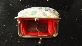 Leuk klein brokaat portemoneetje goud met gekleurde bloesem
