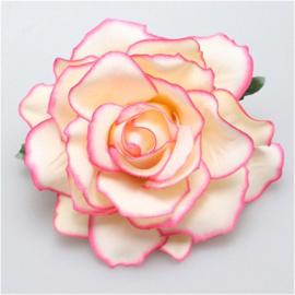 Prachtige crème met roze roos op haarclip/broche