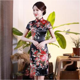 Bijzonder mooi Chinees jurkje zwart met rode bloemenprint t/m maat 48!