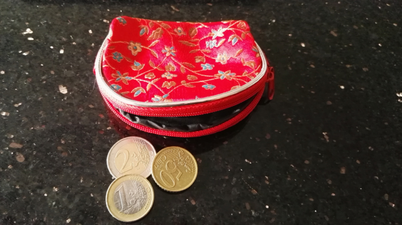 Leuk klein brokaat portemoneetje met rits rood
