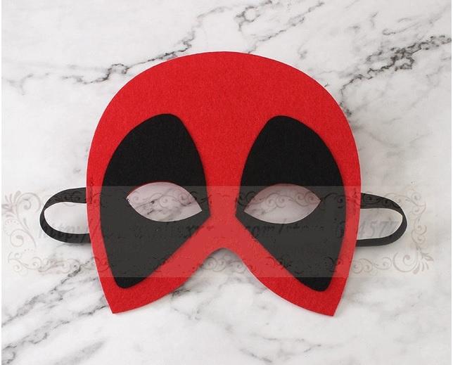Geweldig leuk en stevig masker zwart/rood van vilt