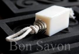 Blokje zeep aan touw & kraal 35 gram