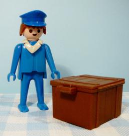 Vintage Playmobil station figuur met kist - 1975