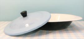 Emaille dekschaal met lichtblauwe deksel - jaren 50