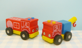 Houten brandweerauto en sleepwagen
