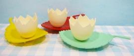 Vintage plastic eierdopjes / egg cups