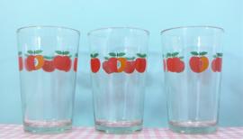 Jaren 70 glazen met rode appel - set 3 stuks