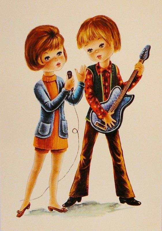 Jongen en meisje in oranje jurk met gitaar