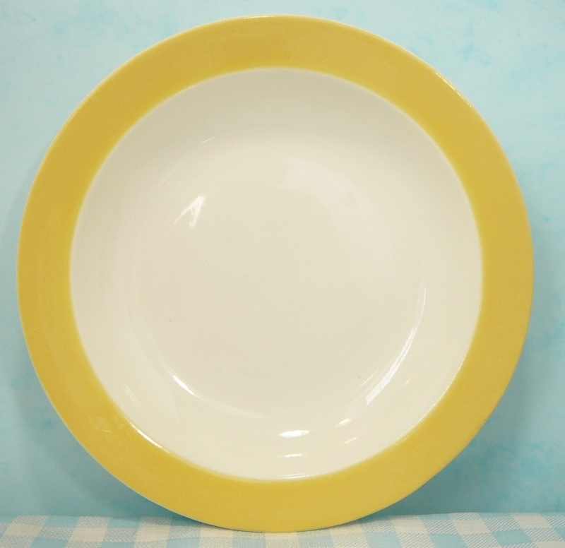 Maastricht P. Regout - diep bord pastel geel 22 cm