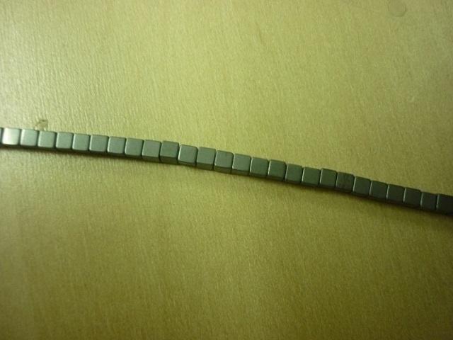 Hematite mat kubus 2 x 2 mm - 7004M