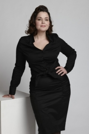 Emmy, Curvy Wiggle Skirt in Black.