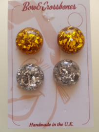 Bow and Crossbones, Sparkle Earstuds in Gold.