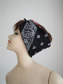Bandana in Black Paisley.