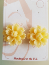 Bow and Crossbones, Yellow Daisy Earstuds.