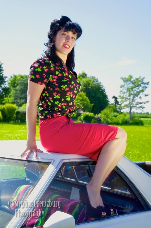 Pinup Couture, Classic Pencil Skirt  in Red.