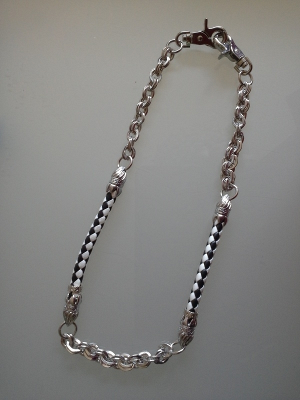 Wallet Chain zwart/ wit leder.