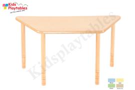 Trapezium tafel kinderopvang HPL blad en in hoogte verstelbare houten poten