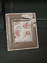Romantisch brocant staand fotolijstje
