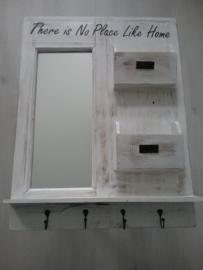 Wandrek van hout met spiegel, vakjes en haakjes