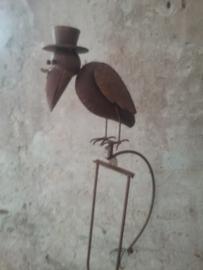 Tuinprikker kraai met hoedje en bril