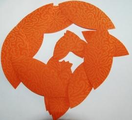Behangblaadjes oranje met patroon
