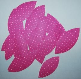 Behangblaadjes roze met witte stipje