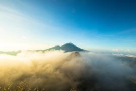 Bali Tropische bergen in de wolken 02