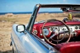 701 Dutch DigiWalls Fotobehang 70071 Auto met uitzicht
