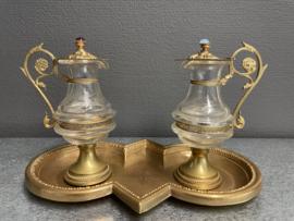 Ampullen, water en wijn, ca 1880, vuur verguld oor en deksel,  schaal 24x16 cm, karaf 15 cm hoog. (5)