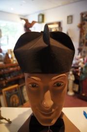 Priester bonnet maat 58