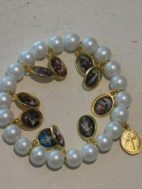 Imm. Parel armband met heiligen medailles blauw