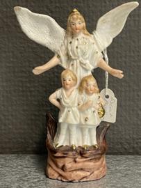 Beschermengel met kinderen, Biscuit porselein, 12 cm, 1900 gerestaureerd (0)