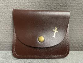 Rozenkrans etui kruis, donker bruin 8.5 x 7 cm leder