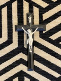 Ebben houten crucifix met biscuit porselein corpus,  41 x 22 cm, antiek (8)