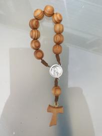 Rozenkrans tientje, Heilige Franciscus met relikwie,Tau kruis, olijfhout, 14 cm