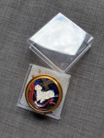 Pyxis, hostiedoosje, geëmailleerd 4.5 cm, Lam Gods, binnenkant is verguld