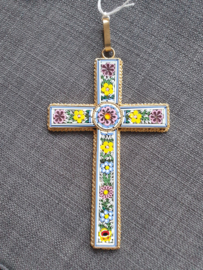 Millefiori kruis, 14 x 8.5 cm, Italiaans ingelegd glas in koper kruis, Milaan