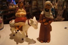 .Maria en Jozef, tocht naar Bethlehem terra cotta 22 cm hoog