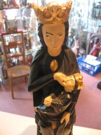 Maria OLV van Halle 43 cm hoog. Gips. Een van de weinige zogende Madonna ter wereld.   -33-