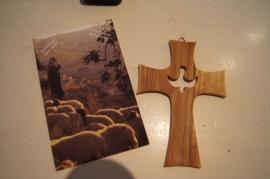Olijf houten kruis met duif 13 x 9 cm