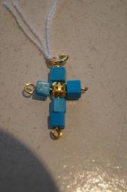Half edelsteen kruisje (turkoois) 3 x 2 cm, goudkleurig