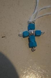 Half edelsteen kruisje (turkoois) 3 x 2 cm