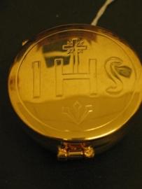 Pyxis Hostie bewaardoos 5,5 x 3 cm IHS, binnenzijde verguld