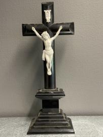 Staand kruis, antiek, porselein corpus en Inri, 1900, (1)
