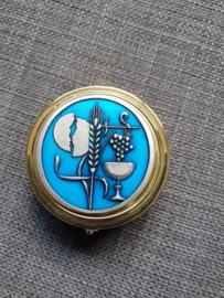Pyxis, hostiedoosje, geëmailleerd 4.5 cm, aren,kelk,druiven, blauw.