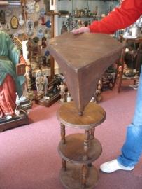 Console (hoek) houten console voor een beeld 40 cm 35 cm hoog
