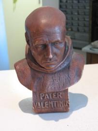 Valentinus Paquay, Heilig Paterke van Hasselt, oud gipsen buste 24 cm hoog, kleine beschadigingen